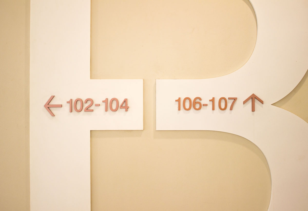 directional signage design for mall and commercial center