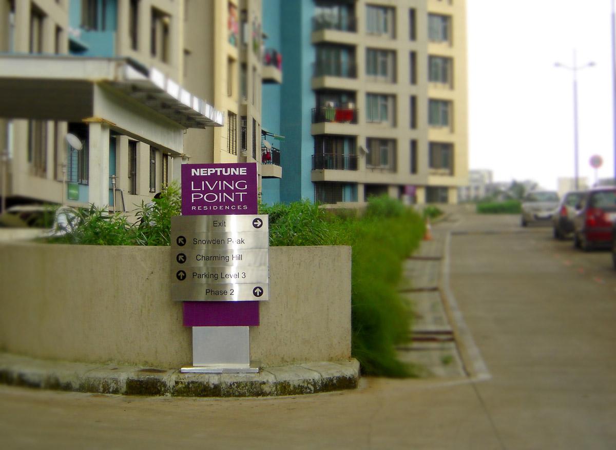 vehicular wayfinding signage design for residential complex