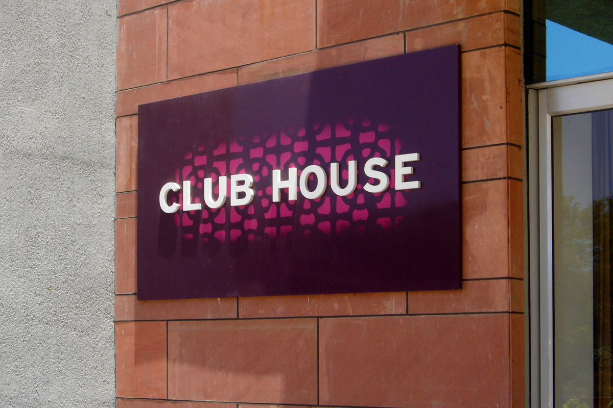 signage design for clubhouse